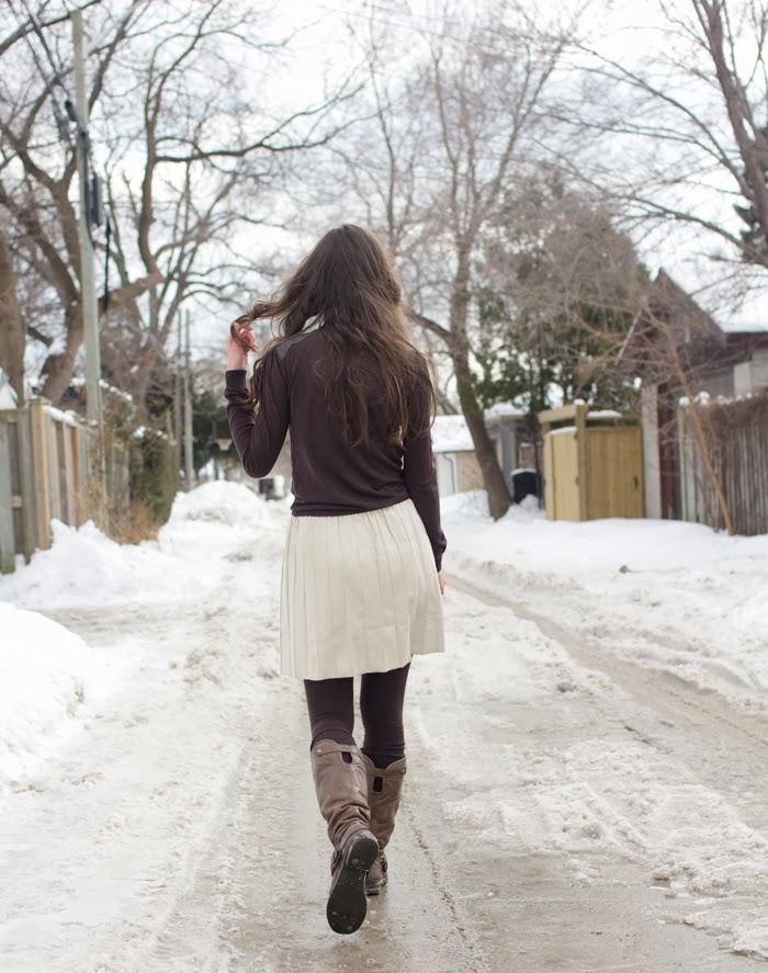 leather-combined-turtleneck-shiny-pleated-skirt