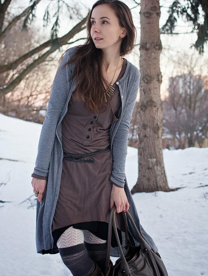 long-cardigan-winter-boots-asymetrical-dress - mama-fashion-blogger