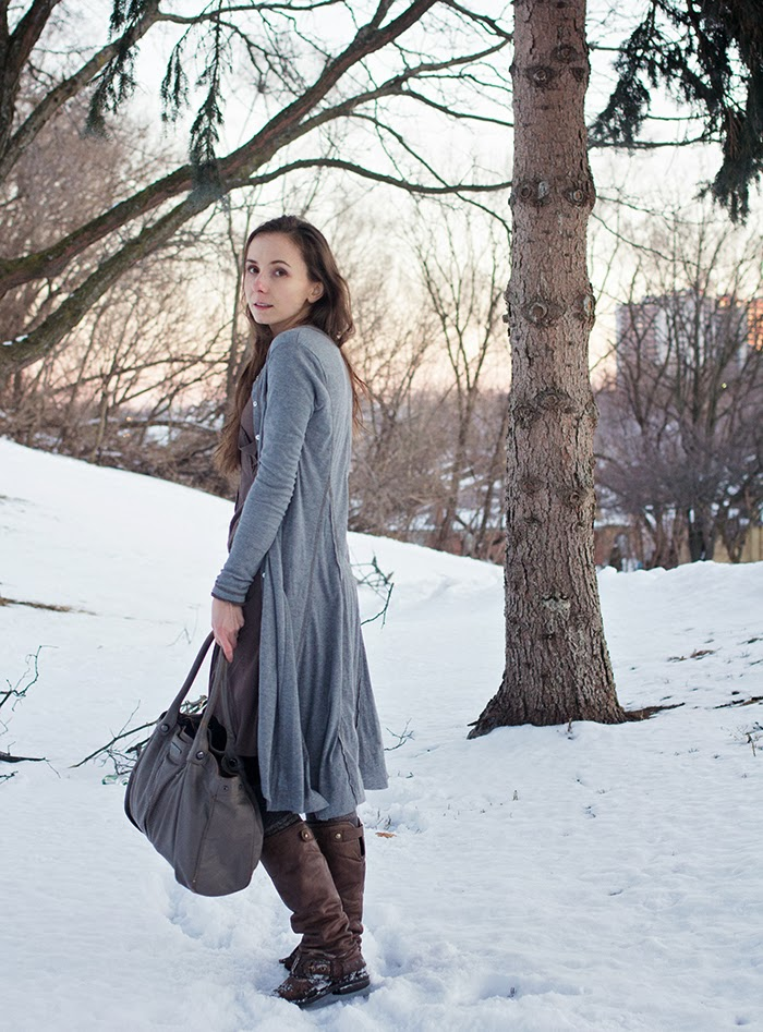 long-cardigan-winter-boots-asymetrical-dress-mama-fashion-blogger